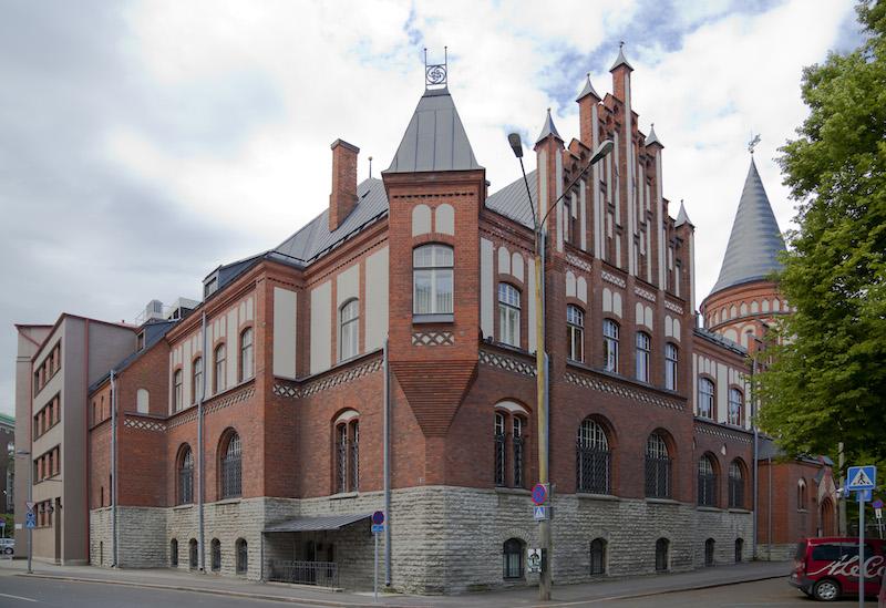 В Национальном музее Эстонии посетителям предлагали пнуть ногой по изображению Богородицы