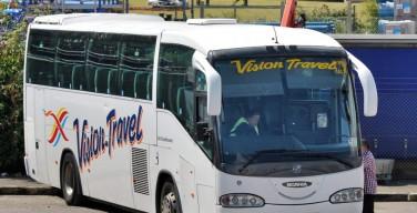В Англии водитель оставил автобус с 50 детьми на оживленном шоссе и пошел совершать намаз