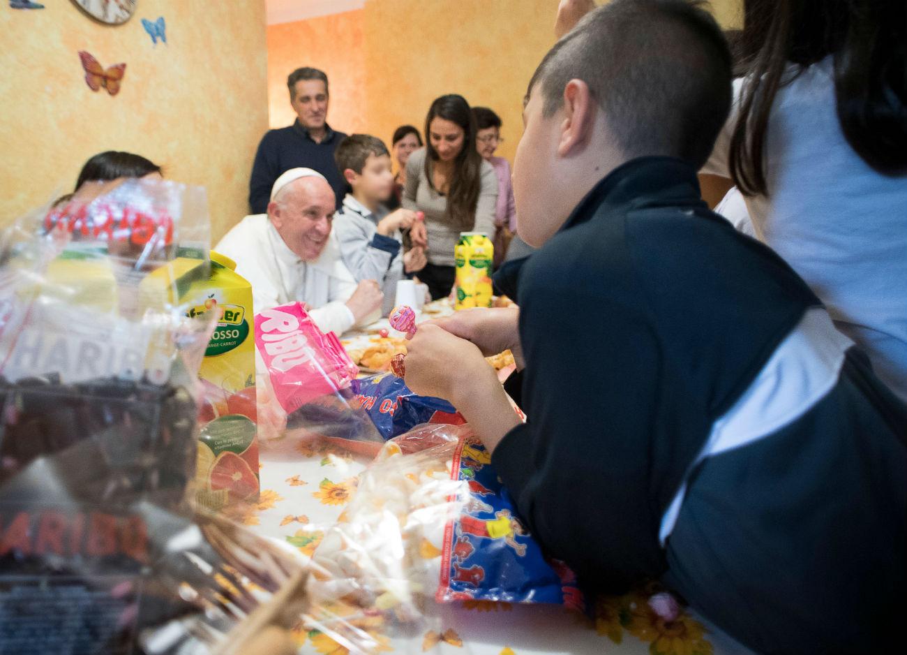Неожиданный визит Папы в семейный детский дом