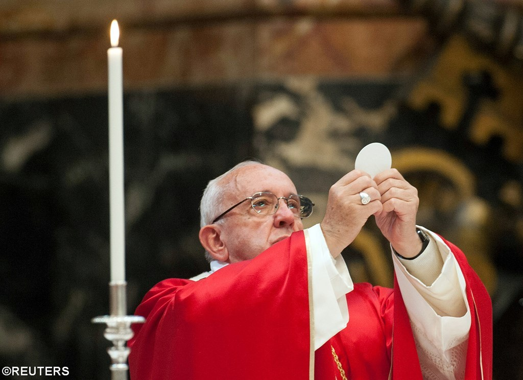 Папа совершил Мессу об умерших кардиналах и епископах