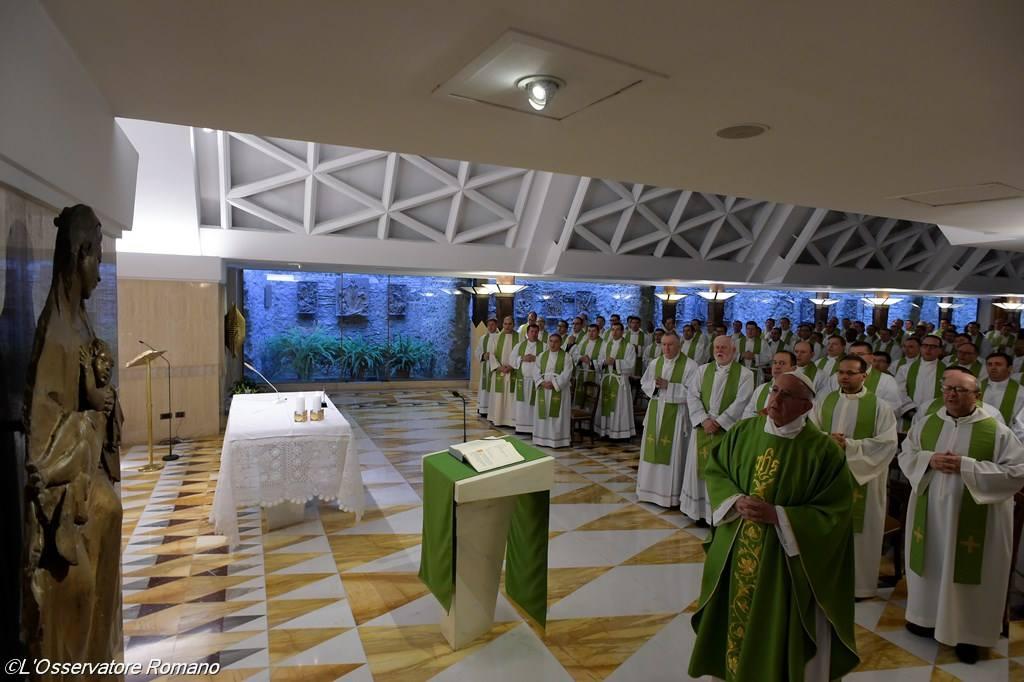 Папа: священники должны обладать мужеством христианской бедности