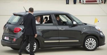 Автомобиль Папы Франциска, на котором он ездил в США, выставлен на продажу