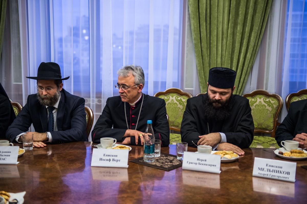 Епископ Иосиф Верт принял участие во встрече религиозных лидеров региона с губернатором Новосибирской области