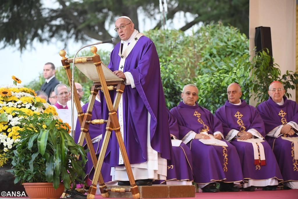 Папа: вспоминать усопших с надеждой на воскресение