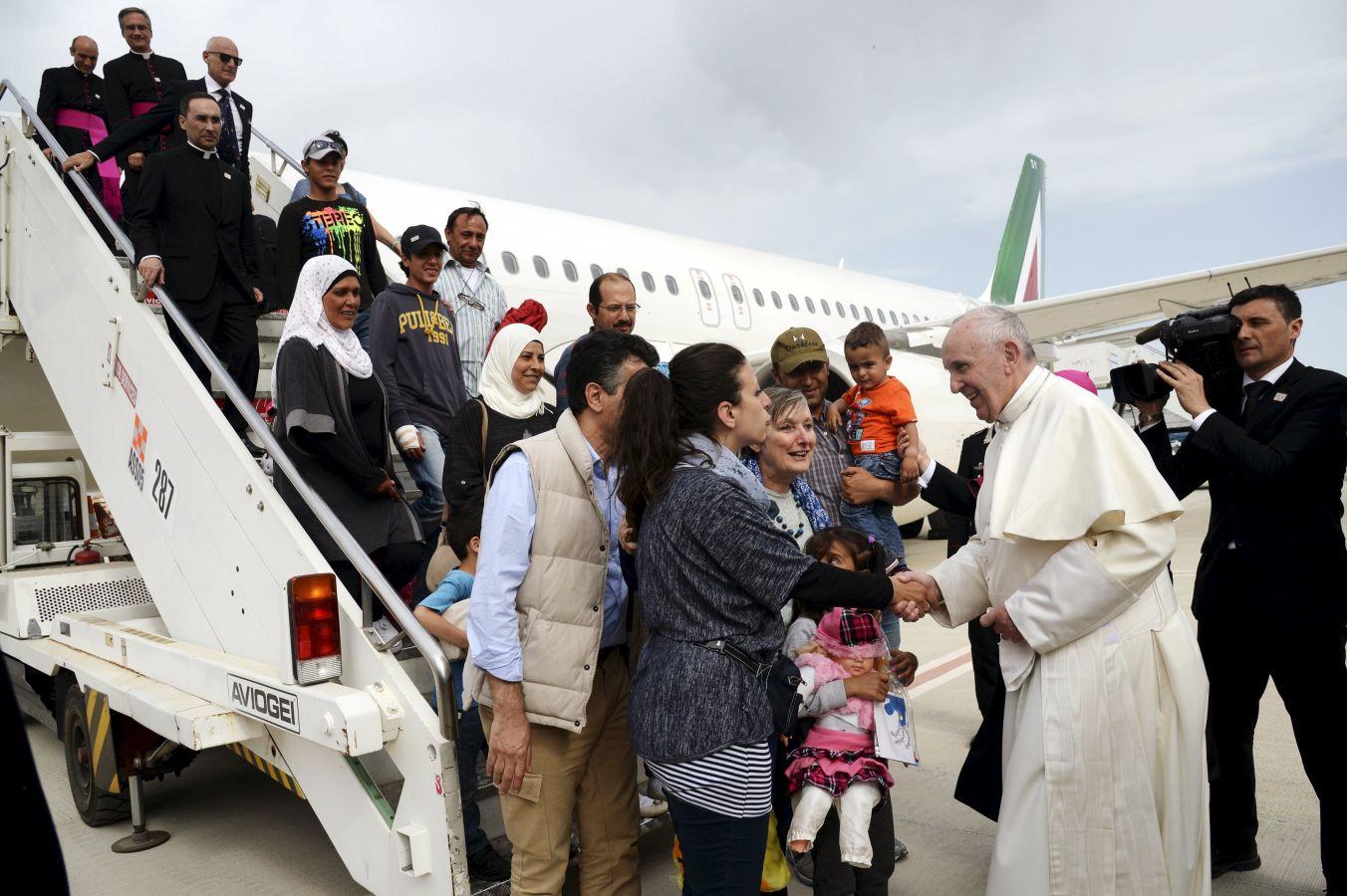 Папа призвал поддержать страны, принимающие большое число беженцев