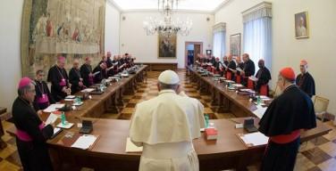 Папа Франциск провел совещание с главами подразделений Римской курии