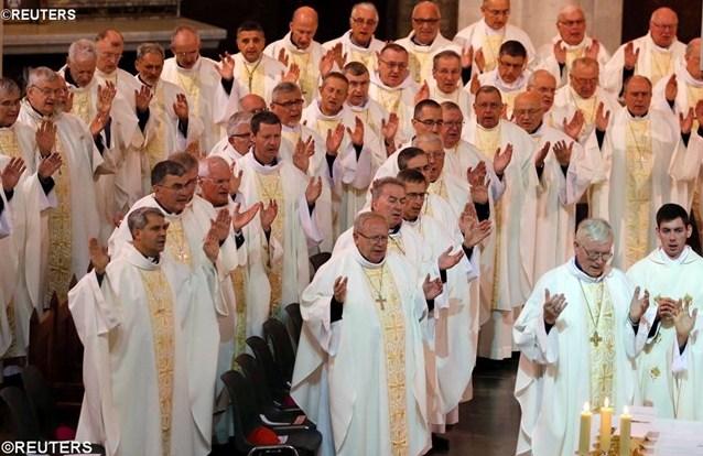 Папа — епископам Франции: откройте пути надежды и милосердия