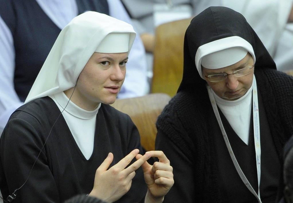 Папа: лицемерие монашествующих, которые живут в богатстве, ранит Церковь