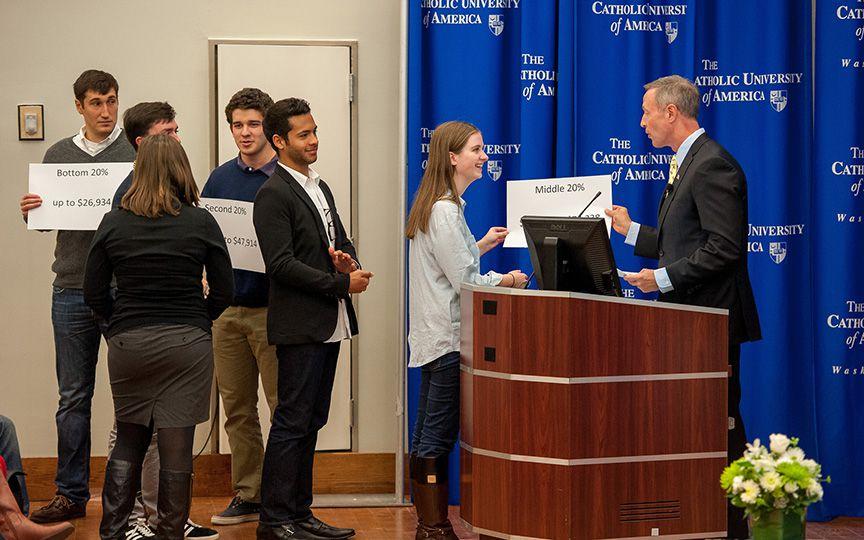 В католических колледжах США принимают на обучение студентов без документов