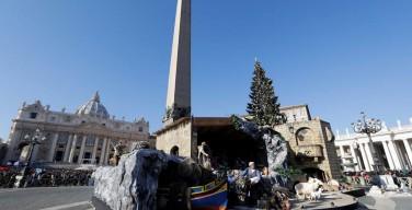В Ватикане установили шпиль с разрушенной землетрясением итальянской базилики