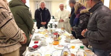 Бездомные поздравили Папу с юбилеем