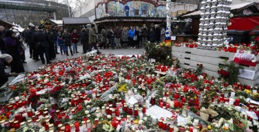 Рождественский рынок в Берлине вновь открылся после теракта