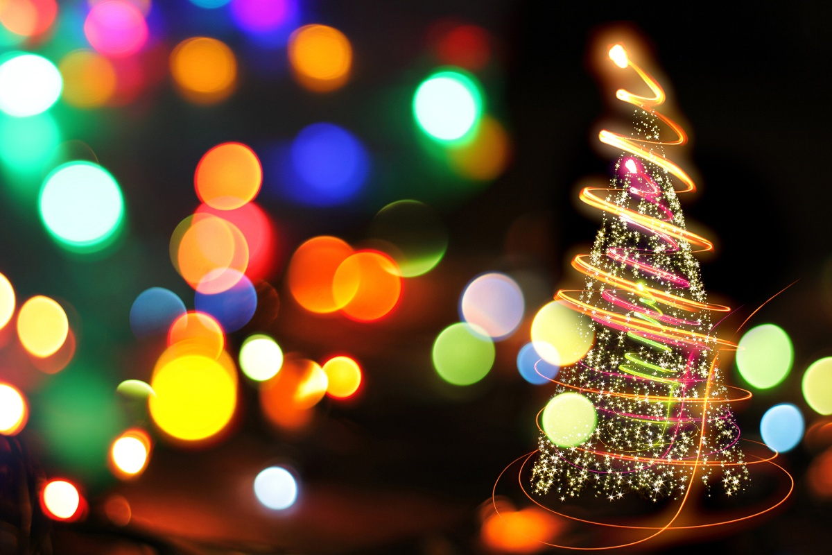 christmas_wallpapers_christmas_tree_with_lights_087650_