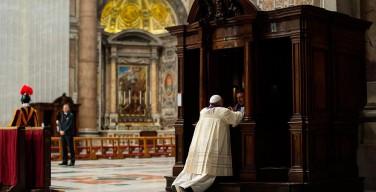 Папа Франциск: исповедальня для кающегося — не судилище, а утроба матери