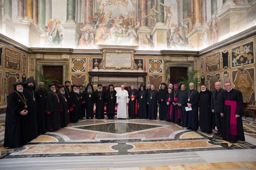 Папа Римский призвал к прекращению насилия и гонений против христиан