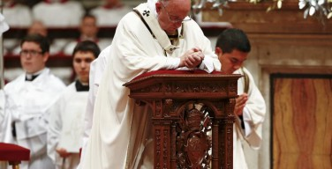 Папа Франциск молится за жертв теракта в Стамбуле