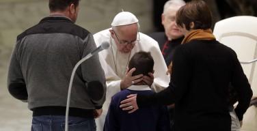 Папа Франциск встретился с пострадавшими от землетрясения в центре Италии