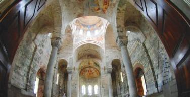 В турецкой мечети, устроенной в древнем христианском храме, фрески скроют от взоров мусульман