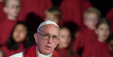 Папа Римский отказался от бронированного папамобиля