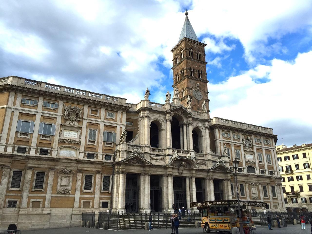 В Риме ранены священнослужители папской базилики