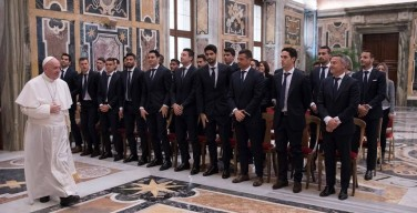 Папа — спортсменам «Вильярреала»: футбол — метафора жизни; командное мышление полезно всем
