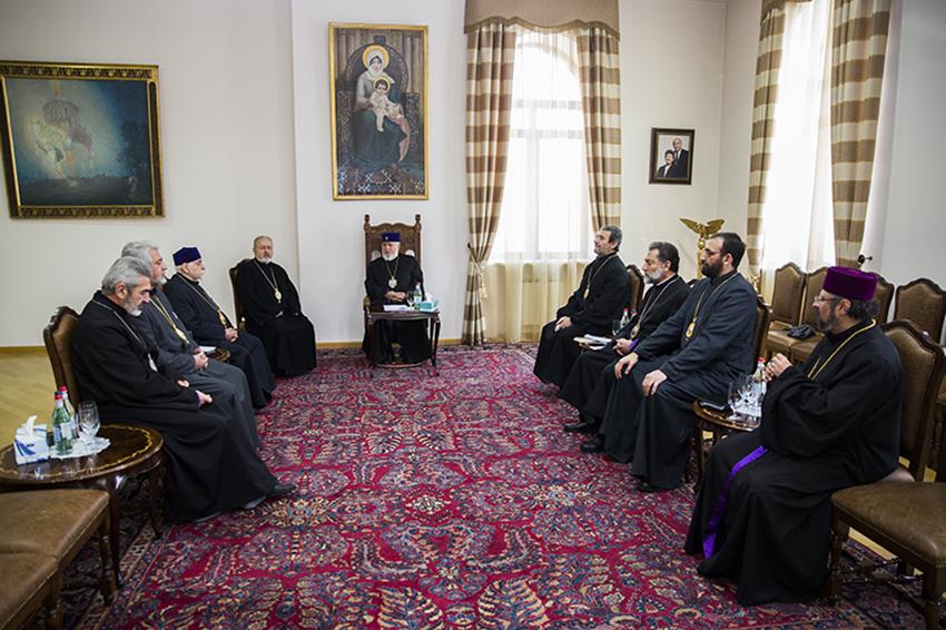 Эчмиадзин досрочно отозвал полномочия местоблюстителя Константинопольского Патриарха Армянской Церкви
