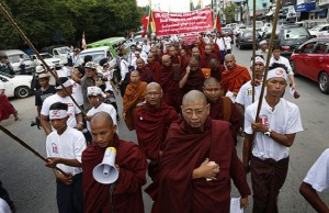 Demo-ratusan-massa-biku-dan-nasionalis-Myanmar-Bangkokpostdotcom