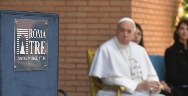Папа Франциск призвал «положить трубку» и высказался в поддержку «семейных ужинов»