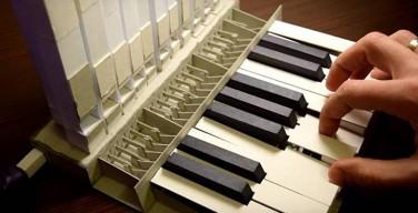 Белорусский изобретатель собрал миниатюрный орган из бумаги (ВИДЕО)