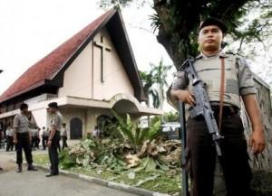 INDONESIA_-_chiesa_e_polizia_ok
