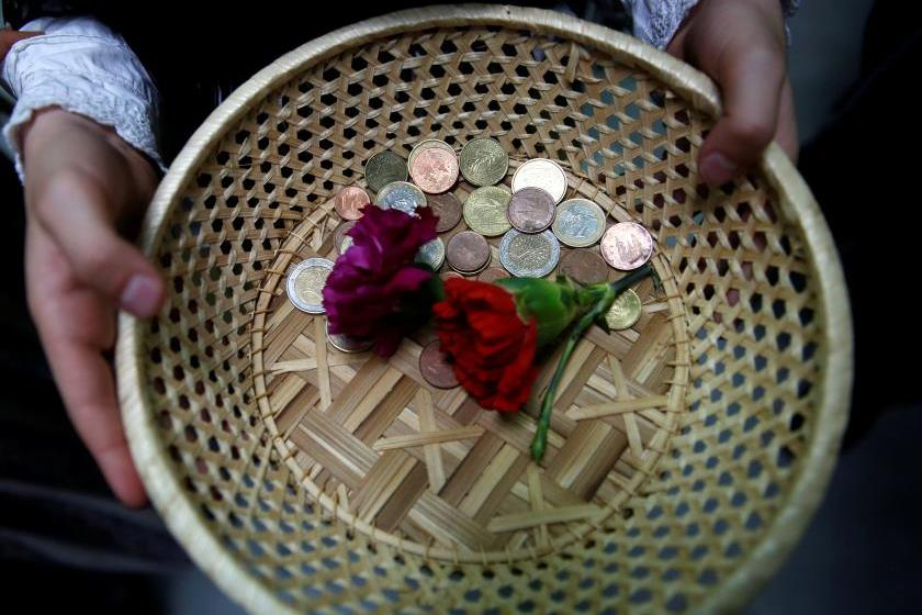 Ватикан начал собирать деньги для бедных через Twitter и Instagram