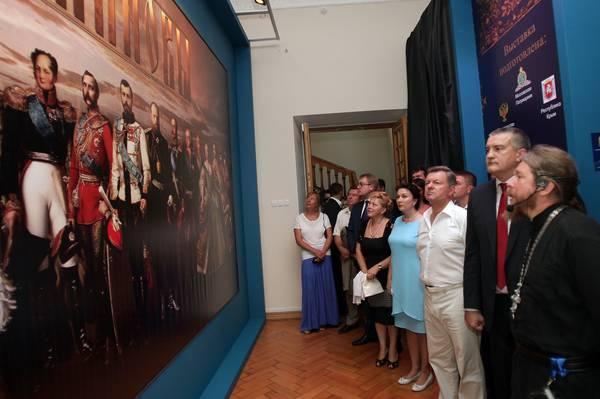 СМИ: Аксенов считает, что России нужна православная монархия