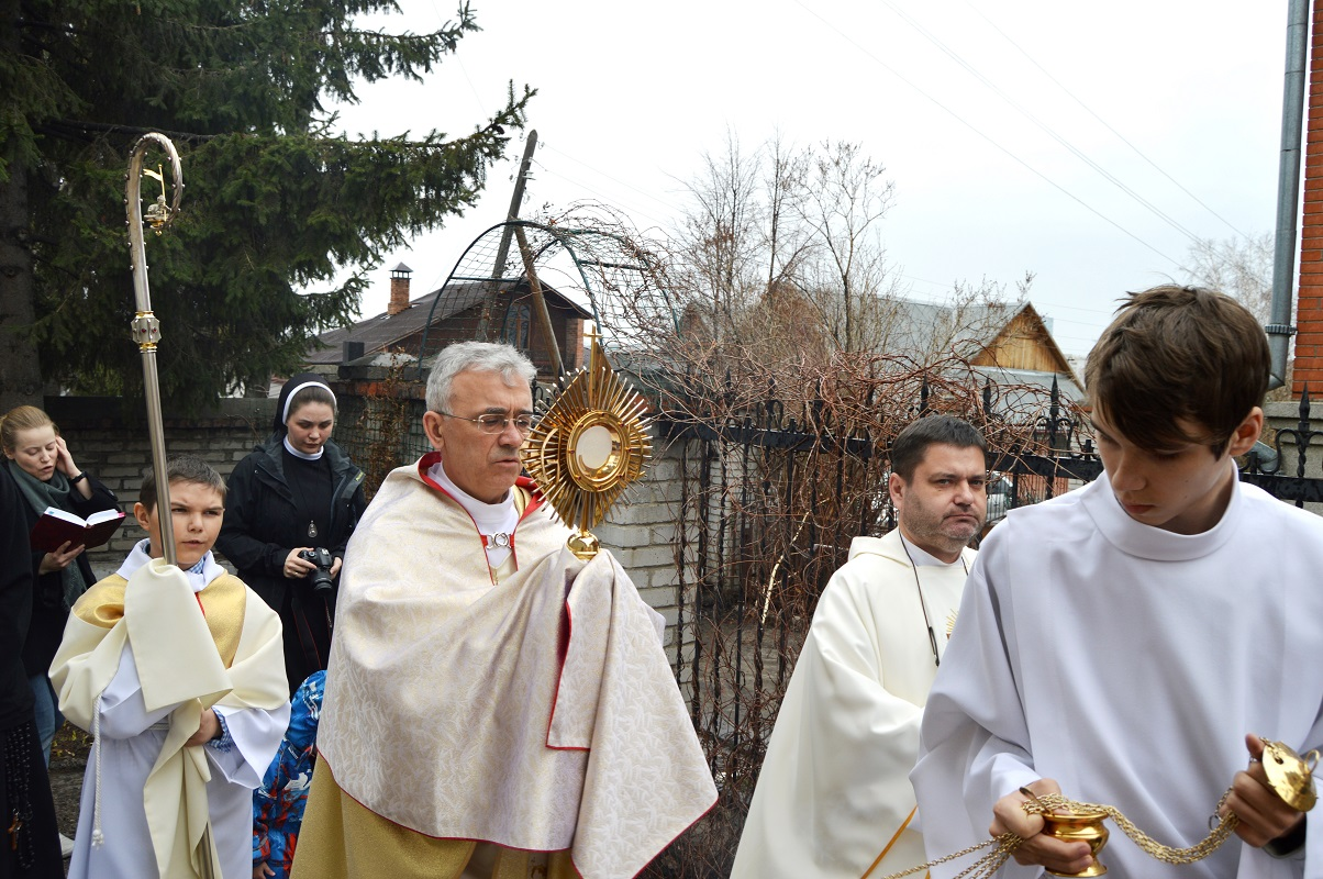 Утро Пасхи в новосибирском приходе францисканцев
