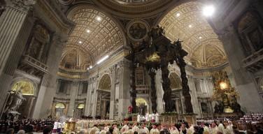 Всенощное пасхальное бдение в Ватикане. Папа: дарить всем надежду на воскресшего Христа