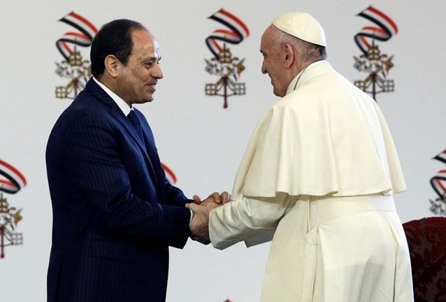 Папа Франциск встретился с властями Египта