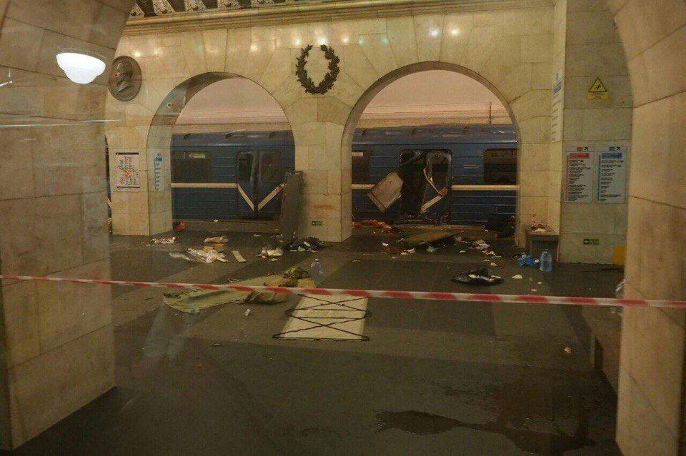 Около 10 человек погибли в результате взрыва в метро Санкт-Петербурга