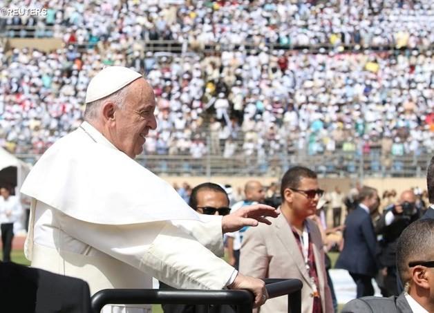 Папа на Мессе в Каире: наполнить сердца светом Воскресшего