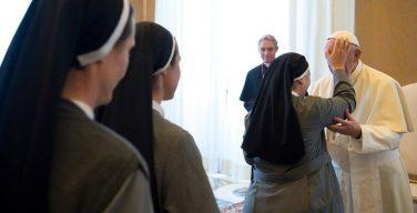Папа: мы живем в эпоху переосмысления всего в свете Святого Духа