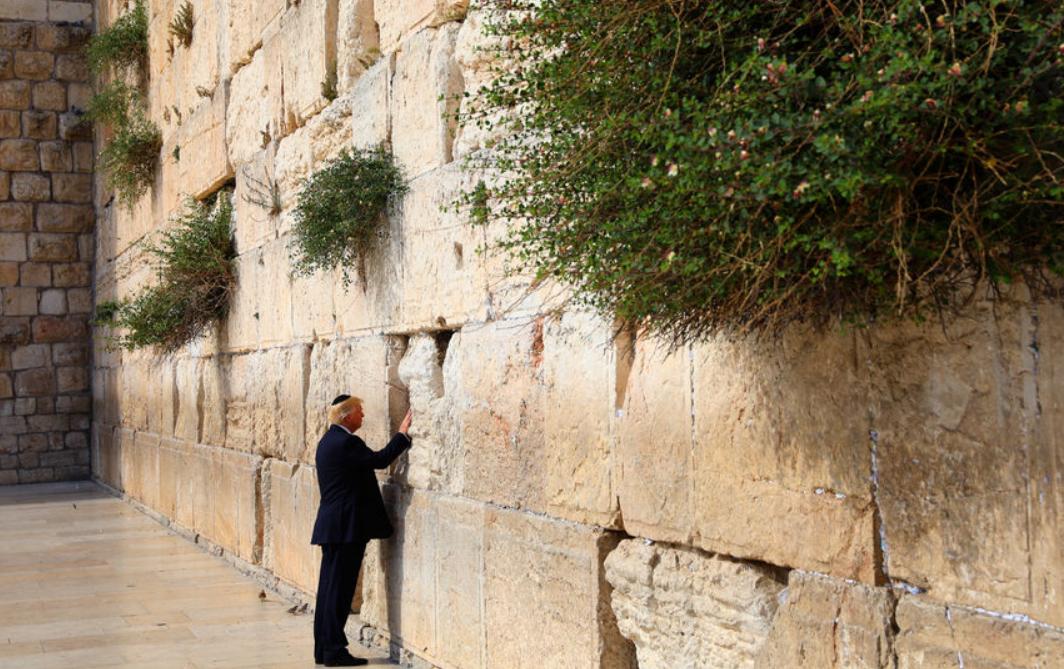 Трамп стал первым президентом США, посетившим святыни Иерусалима