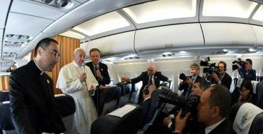 Брифинг Папы на борту самолёта: Северная Корея, Трамп, Венесуэла, беженцы, дипломатия