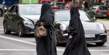 Парламент Германии запретил носить паранджу судьям, военным и госслужащим