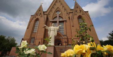 Посол Ватикана на Украине отметил Троицу с католиками Донецка и Луганска