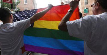 Результаты опроса свидетельствуют, что американское общество меняет свое отношение к однополым бракам