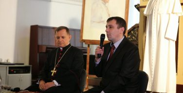 Бывший секретарь двух Римских Пап пролил свет на подробности их повседневной жизни
