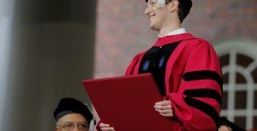 Марк Цукерберг: Facebook может выполнять роль, аналогичную роли Церкви