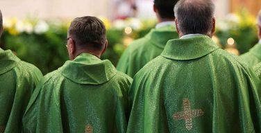 В Ирландии обеспокоены падением морального духа и психологическим кризисом среди духовенства страны