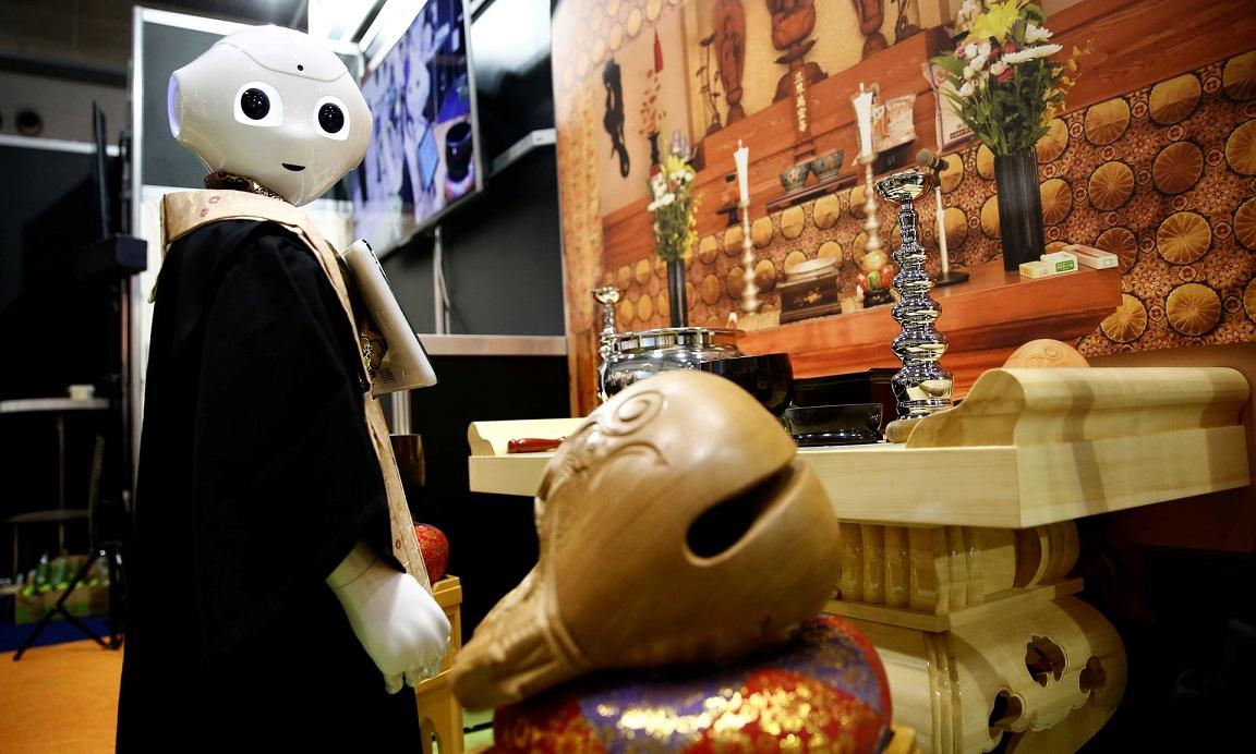 В Японии робот освоил профессию буддийского священника (ВИДЕО)