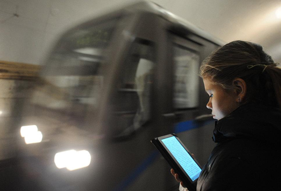 «Яндекс»: по утрам москвичи в метро чаще всего ищут в интернете молитвы