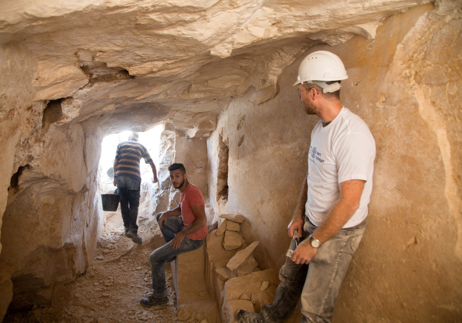 Археологи нашли косвенное подтверждение библейской истории о превращении воды в вино
