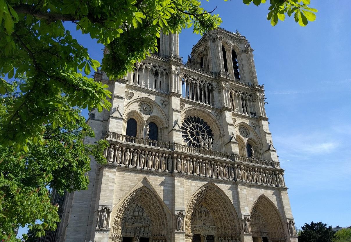 В соборе Парижской Богоматери отслужат Мессу в память о жертвах терактов